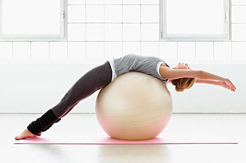 练遍全身 一个瑜伽球想怎么美就怎么美!