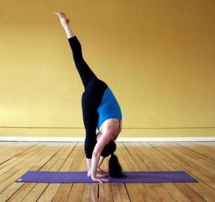 瑜伽健身 这四个瘦肚子动作做起来