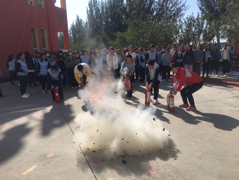 呼和浩特分中心为东方金字塔潜能培训学校开展消防培训及灭火逃生演练