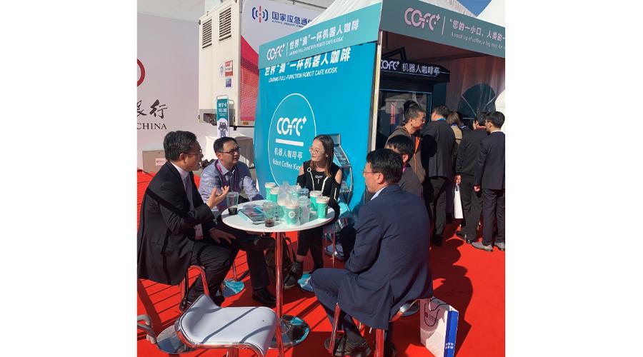 上海市人大副主任肖贵玉视察COFE+机器人咖啡亭进博会展台