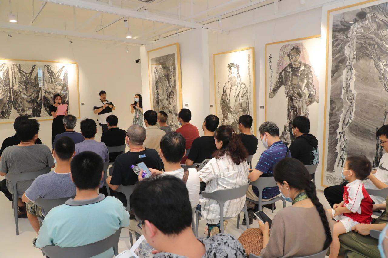 他,埋头艺考28年,桃李满天下,今天才办了自己的个展。