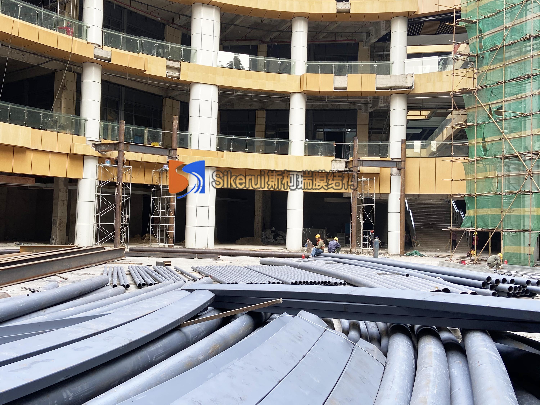 衡阳金钟商业街中庭膜结构项目钢材进场完毕