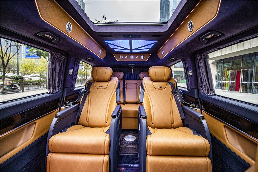 奔驰V260L高顶橙色商务车