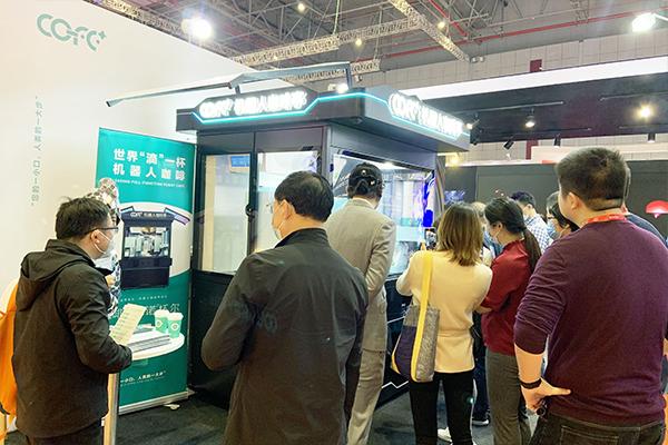 长三角文博会今日开幕,机器人咖啡展示新型生活方式