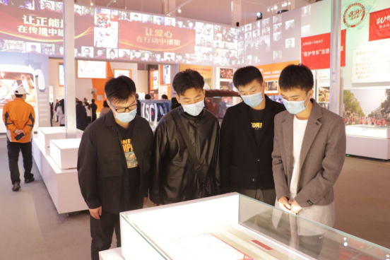 人民至上,生命至上 我院組織黨員教職工及入黨積極分子 到武漢客廳參觀抗疫專題展覽