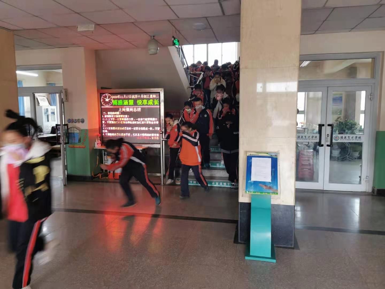 酒泉市育才学校开展消防培训与应急疏散演练