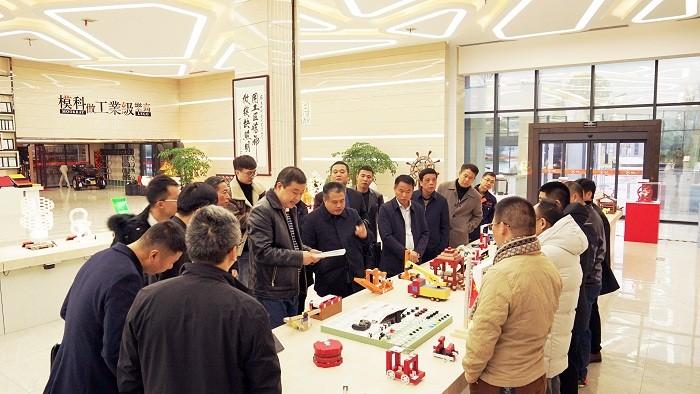 教育部教育装备研究与发展中心领导和江西省南城县领导、南城校具商会莅临必威app手机下载精装版考察
