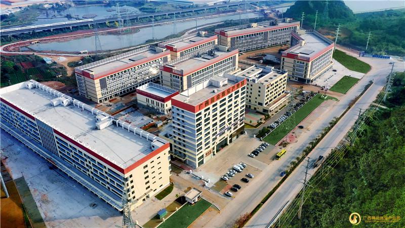 建设面向东盟辐射世界的黄金珠宝集散地——广西黄金珠宝产业园展位吸引上万人流