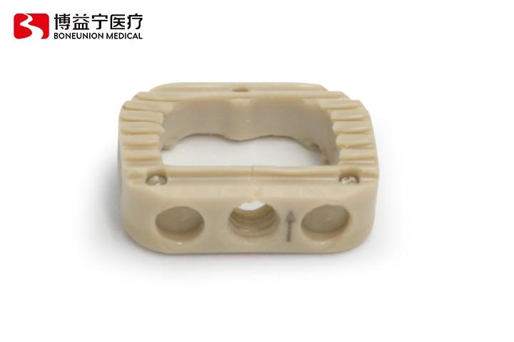 脊柱椎间融合器