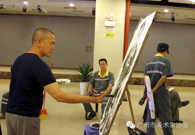 广州市美协人物画艺委会为环卫工作者送慰问、画肖像