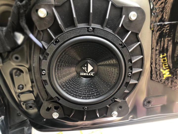 丰田酷路泽升级德国HELIX音响 | 清新自然的HI-FI音质,带你迈向理想的生活