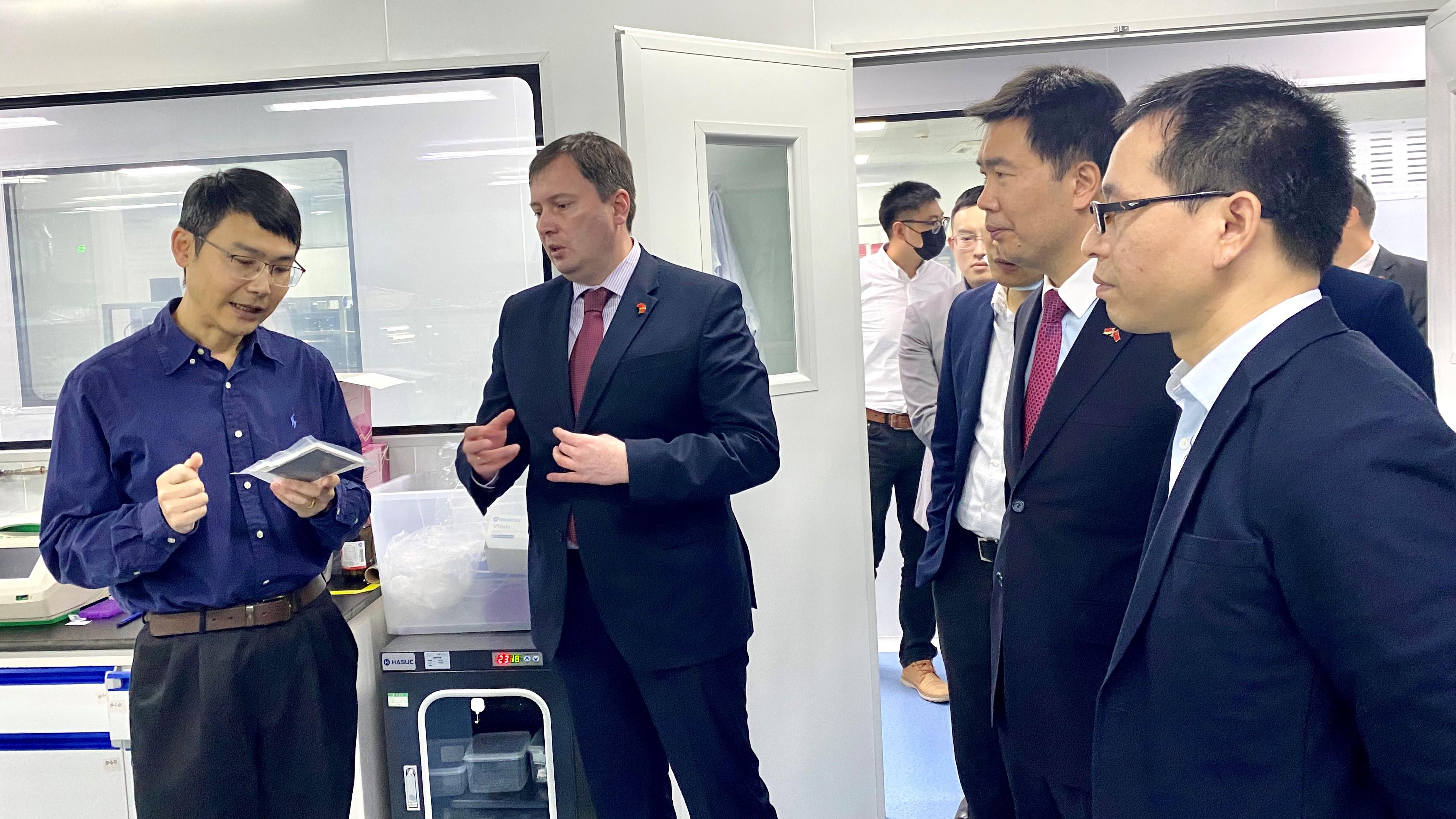 白俄罗斯驻广州总领事馆总领事一行到真迈生物参观考察
