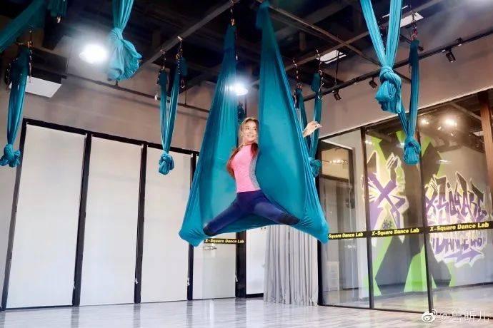 有一种自律叫朱迅姐姐的空中瑜伽