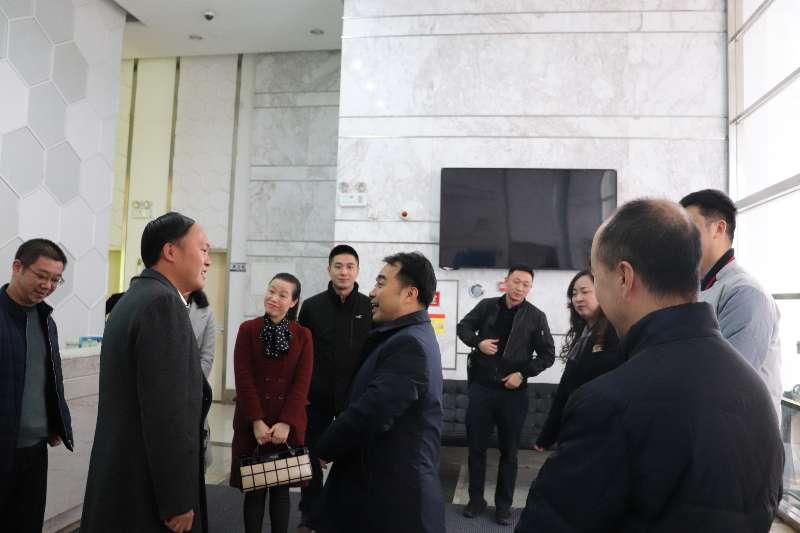成都温江区区委副书记考察组一行考察参观四川汇宇制药有限公司