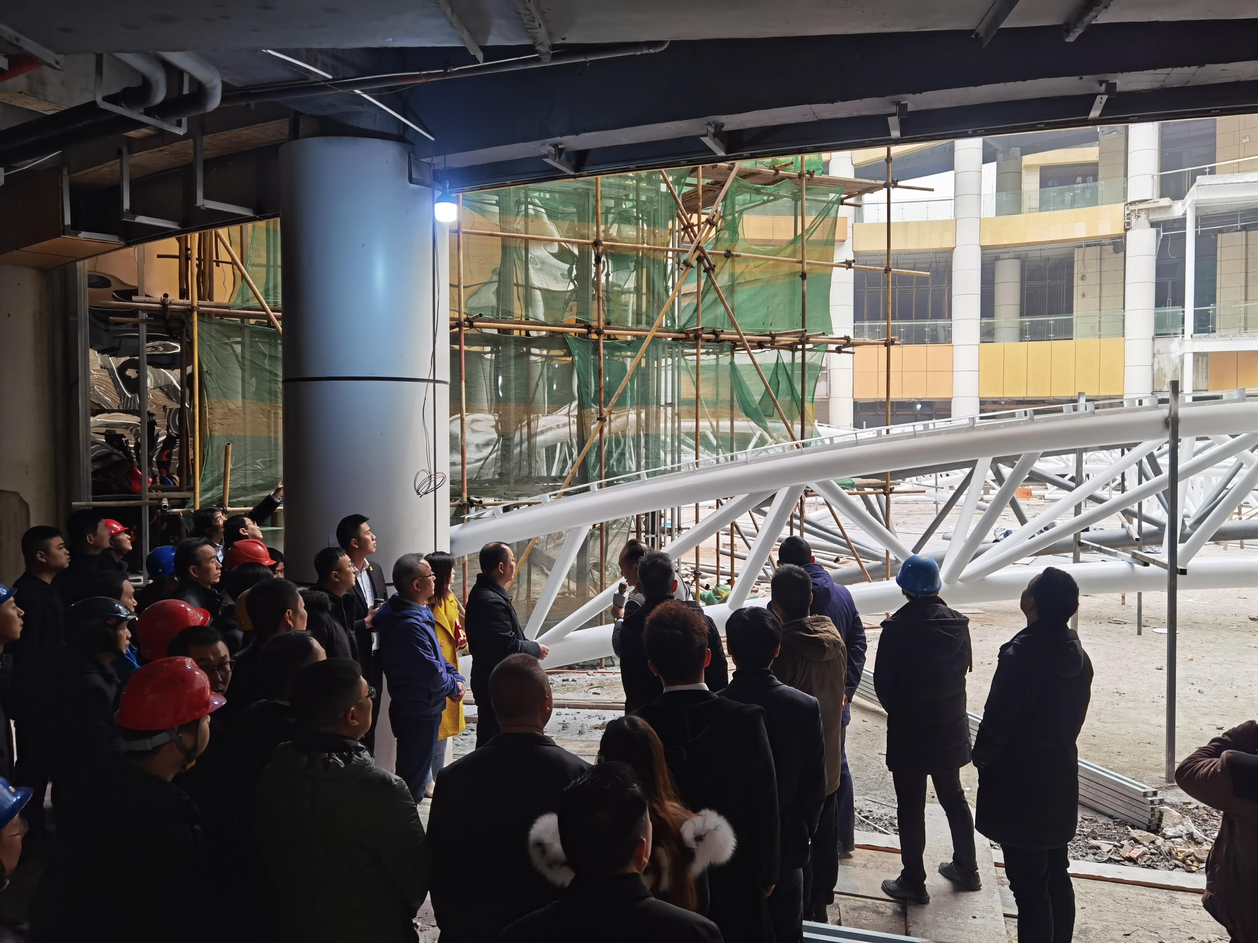 商业街中庭膜结构项目钢材进场完毕