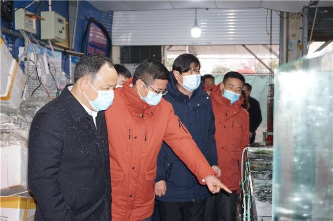 南京市商务局局长丁爱民率队检查long8龙8首页物流疫情防控和蔬菜保供工作