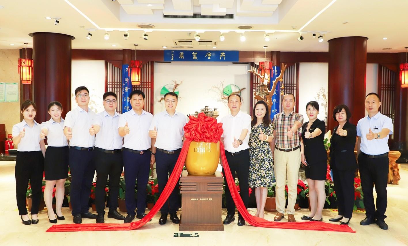 升華合作友誼 助力和合共贏 | 白金酒公司參訪慰問河南裕豐源酒店