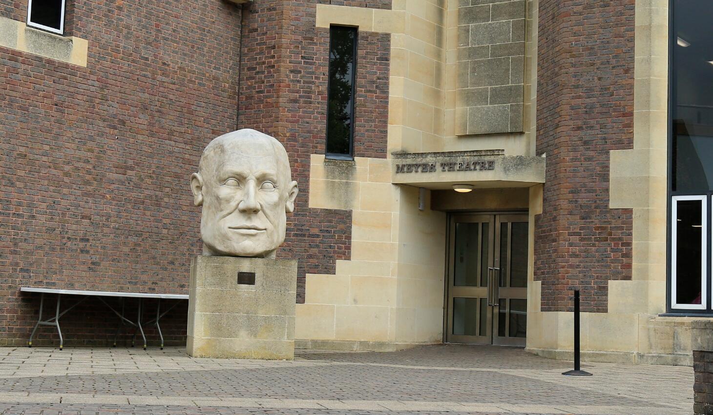 米尔菲尔德中学到访尼采总部:未来精英,在这里起航