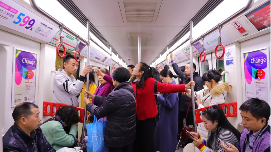 重庆地铁2号线广告全线运营