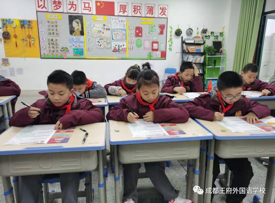 """""""小课堂""""里看""""大世界""""——来自成都王府的趣味英语教学"""
