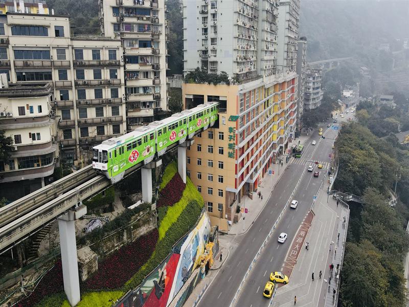 重庆轻轨广告--外包车广告