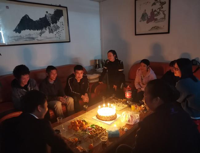 先锋龙1月员工生日会 | 一份祝福,满心温暖