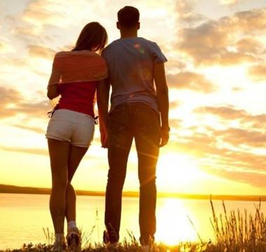 情侣之间相爱过,就请别伤害。