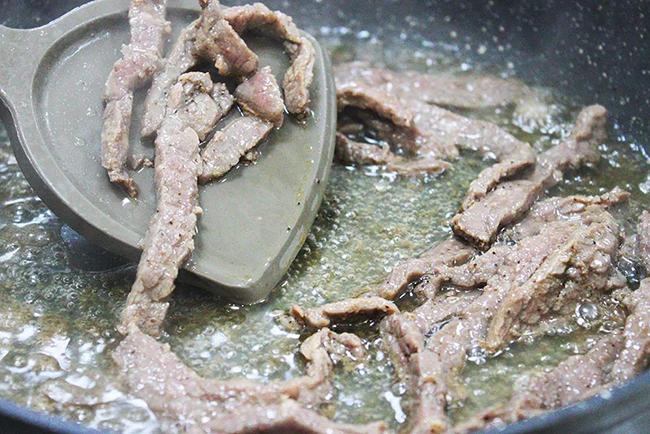 黑椒牛柳炒面