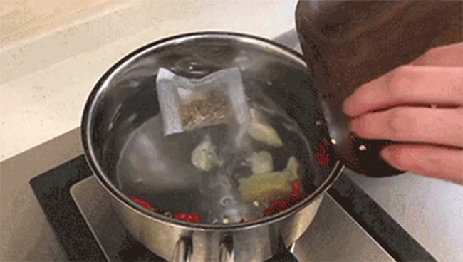 """金卤咸酥""""千页""""牌豆腐"""