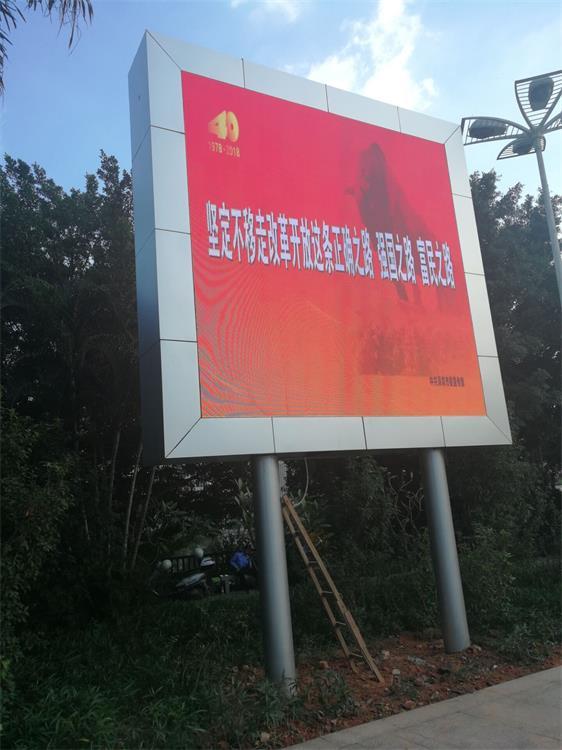 昆明国际会展中心LED智慧路灯屏专用P3.84户外全彩标箱(奥马哈)