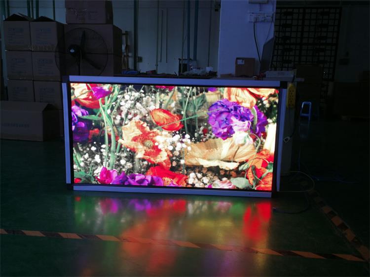 珠海市拱北步行街LED灯杆屏专用P2.94户外全彩标箱(奥马哈)