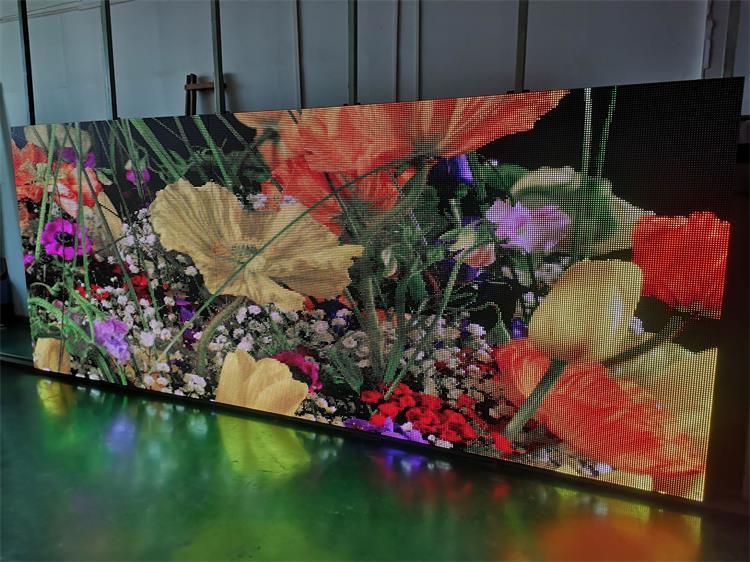 桂林中心广场LED智慧路灯屏专用P2.94户外全彩标箱(奥马哈)