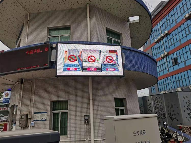 云浮市人民广场LED智慧路灯专用P3.84户外全彩标箱(奥马哈)