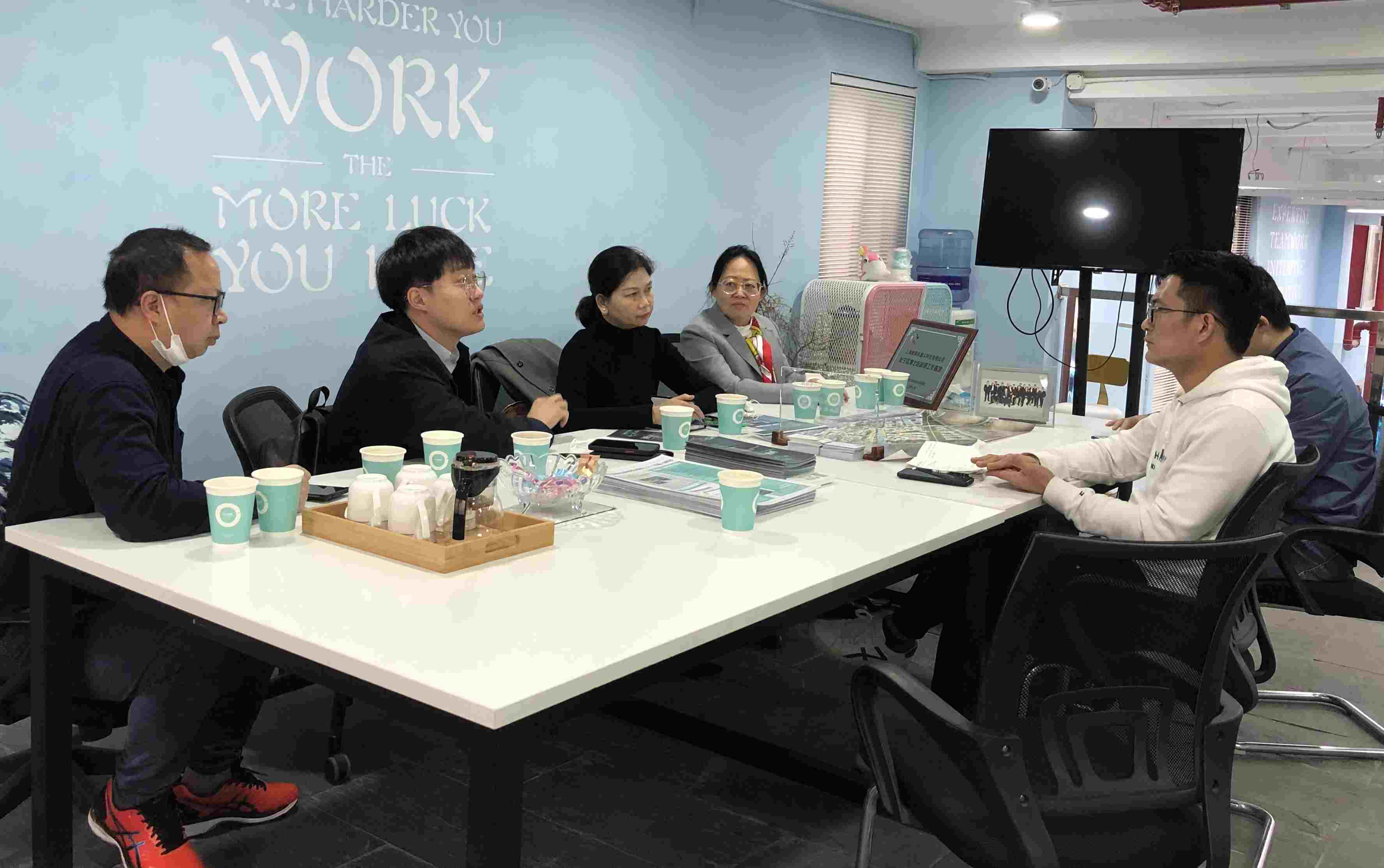 Leaders of a property group in Sichuan came to inspect and investigate COFE+ robot coffee