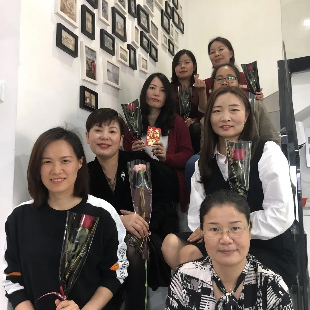 深圳赛诺祝女神们节日快乐!
