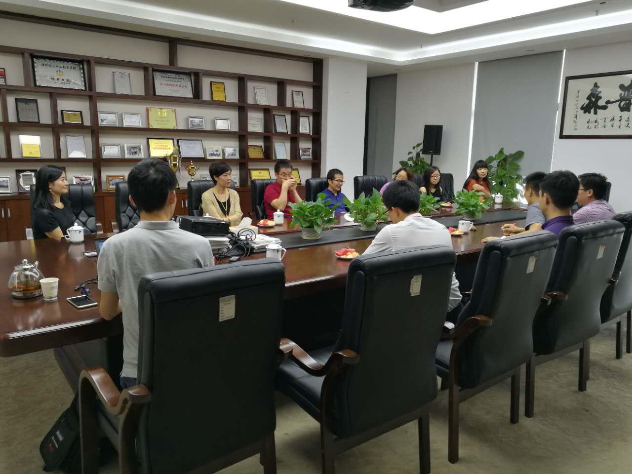 深圳市盐港中学杜晓红副校长一行莅临鸿普森参观指导