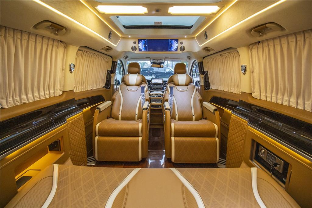 奔驰V260高顶橙色商务车