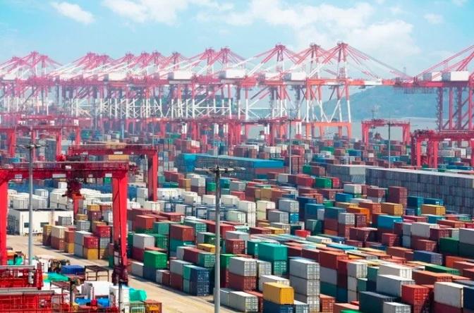 南加州拥堵持续加剧,船舶等待时间延长至八天!航运成本飙升加剧全球通胀压力