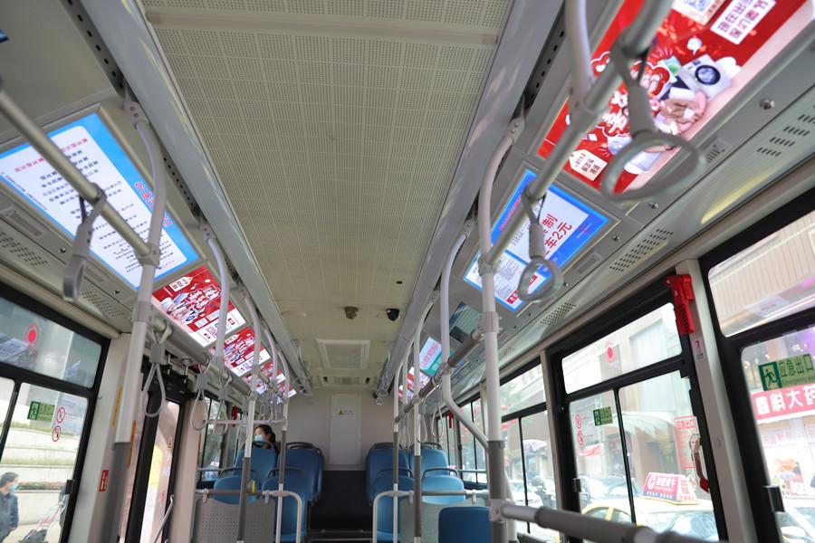 商社电器解放碑店搭载公交车广告,为市民送大礼包啦!
