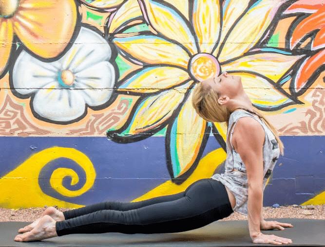 一套属于女性的瑜伽练习序列,打开胸腔