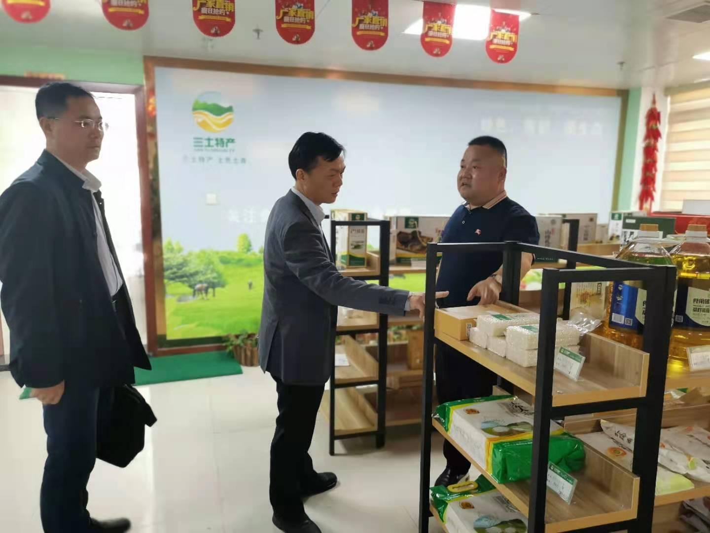 华农资源与环境学院院长谭文峰教授一行来集团参观交流