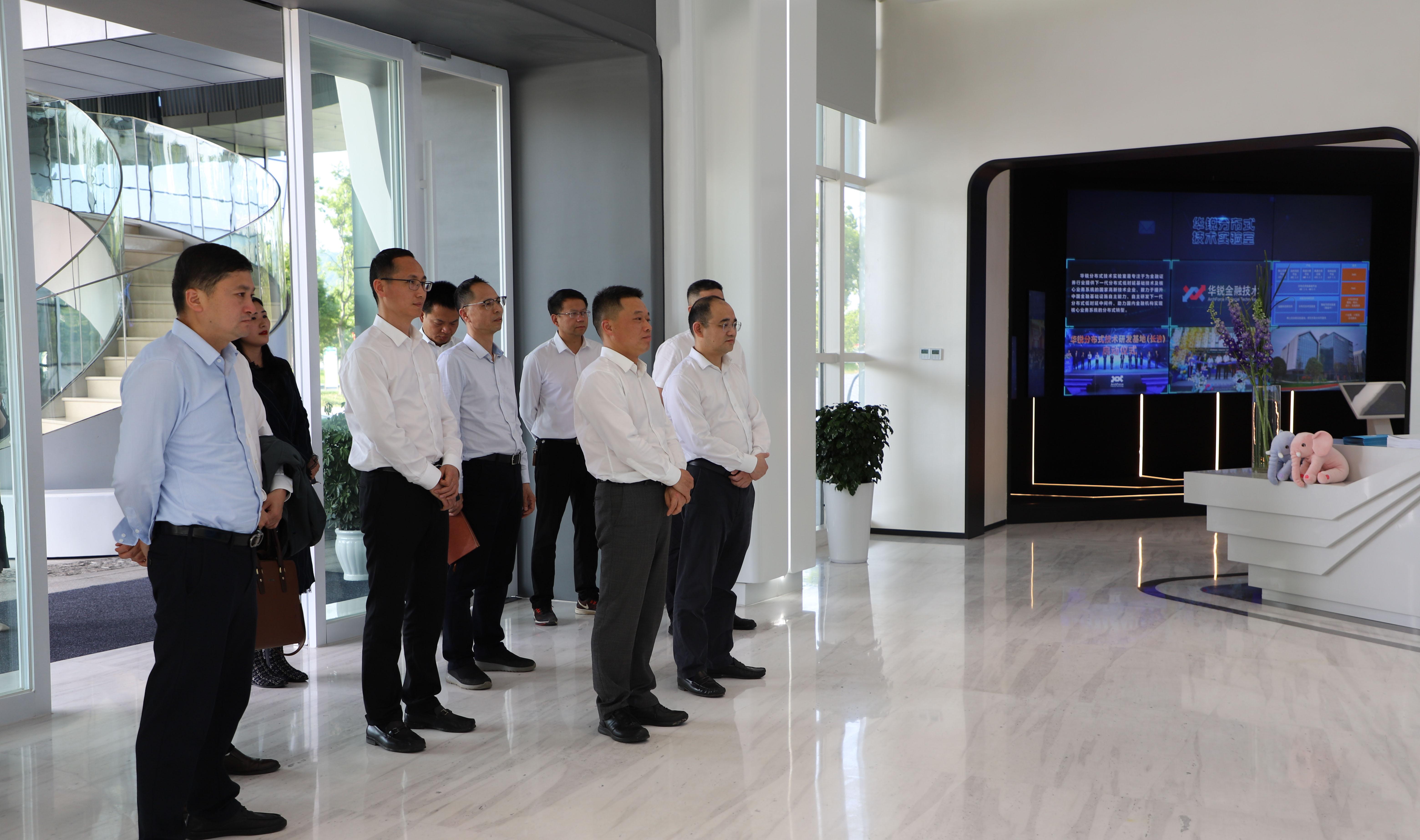 城發集團三角洲公司參觀考察中建智慧谷項目
