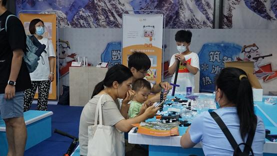 中国冰雪大会系列报道(四):beplay官方网站地址展厅人气鼎盛,快乐体验引燃大会新高潮