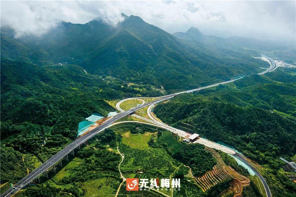 抢鲜体验!大丰华高速丰华段通车,温泉之城与球王故里往来更便捷!