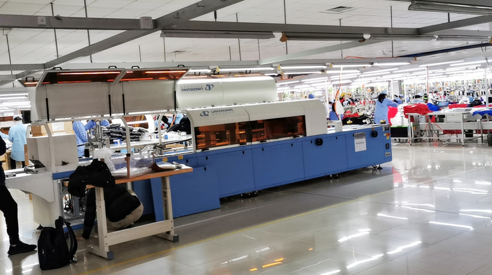 服装自动折叠包装机客户使用案例