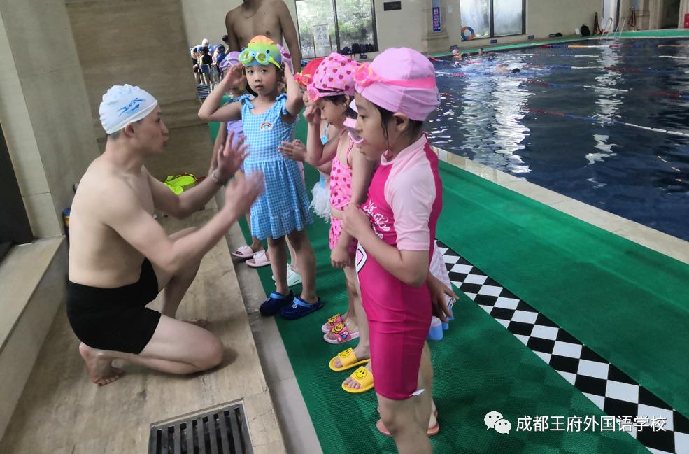 """健康快乐,""""游""""我做主—成都王府外国语学校游泳课开课啦!"""