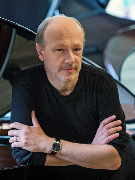 钢琴家乔纳森·比斯和马克·安德烈·哈梅林于今秋入职新英格兰音乐学院