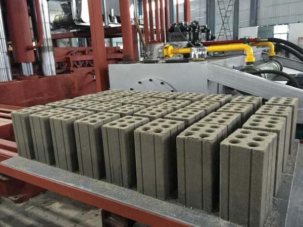 静压砖机与振动砖机的对比 静压砖机有哪些优势特点