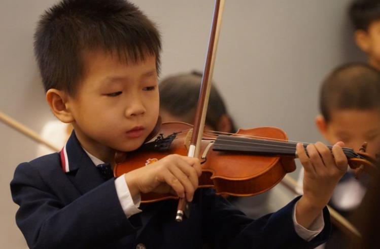祝贺北京雷锋小学一年级学生杨烁辰获得多项国际音乐比赛一等奖